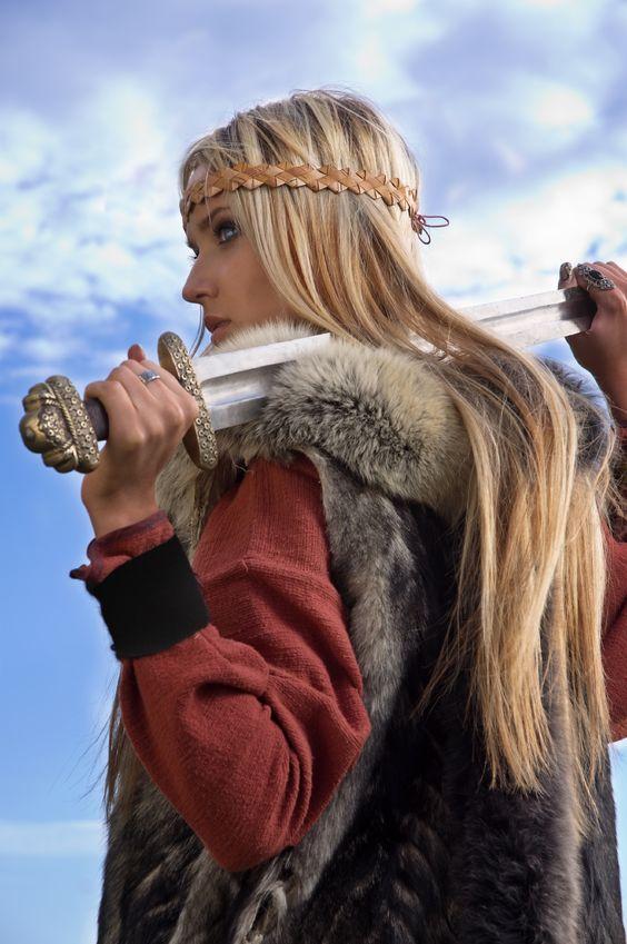skolani-warrior-blade-over-shoulders.jpg